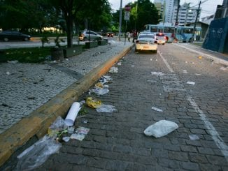 Falta de educação marca as manifestações pelo Brasil.