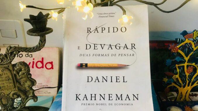 """Sugestão de livro """"Rápido e Devagar"""", de Daniel Kahneman"""